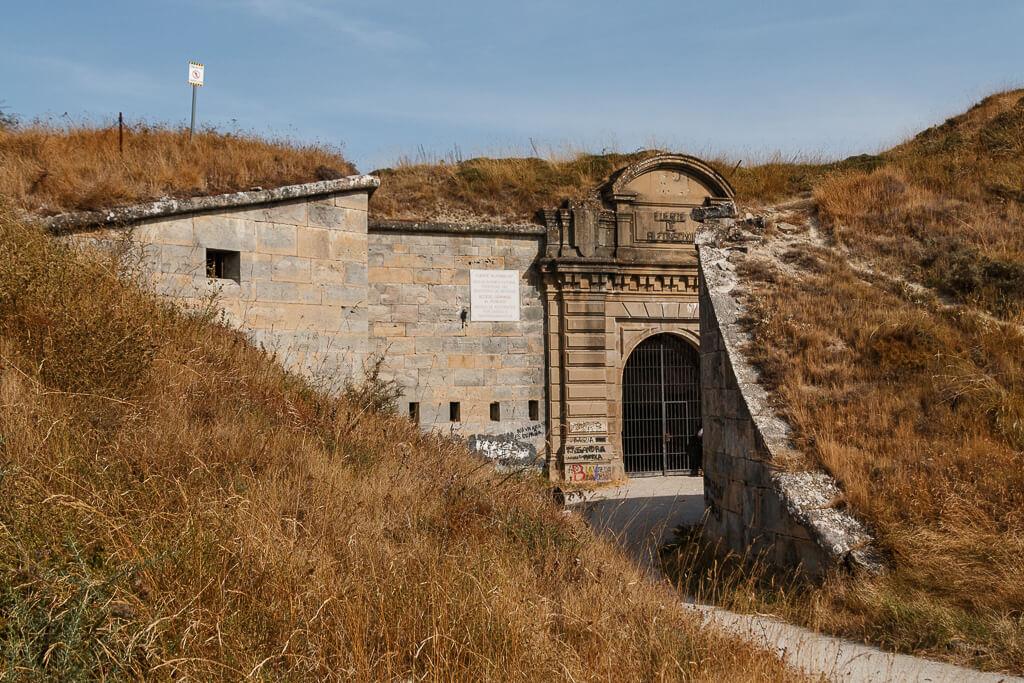 Entrada al fuerte de San Cristóbal / San Cristobal Gotorlekuaren sarrera