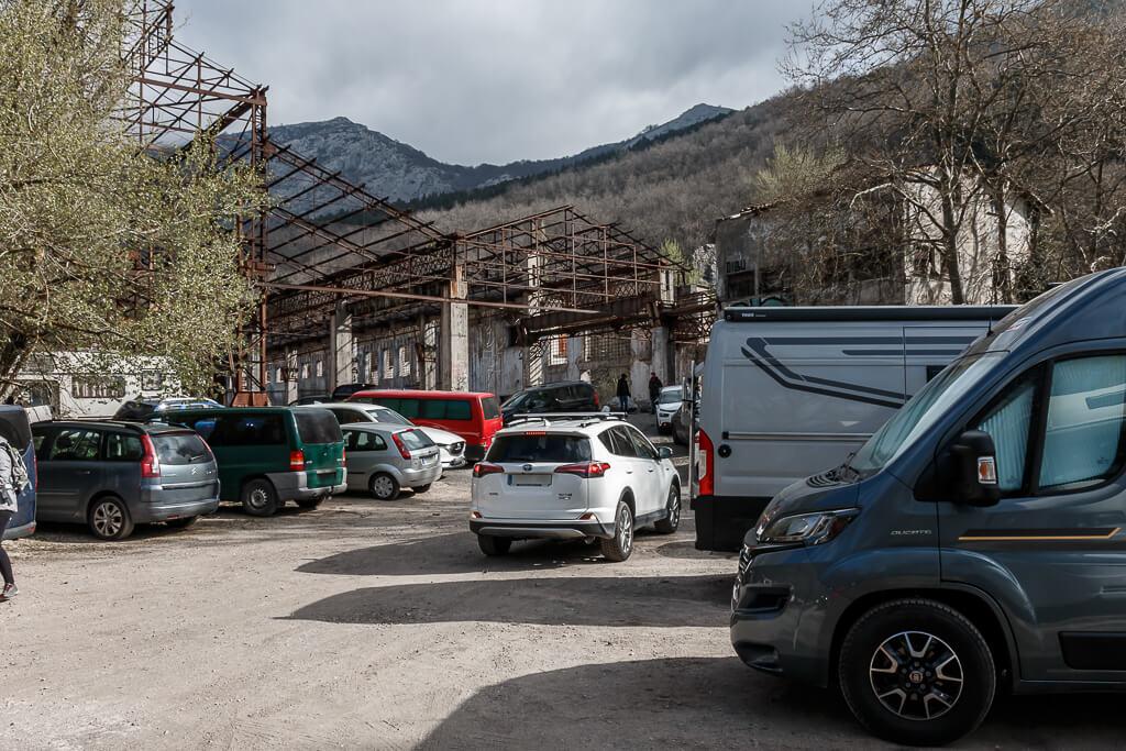 Parking abarrotado en la fabrica Ajuria